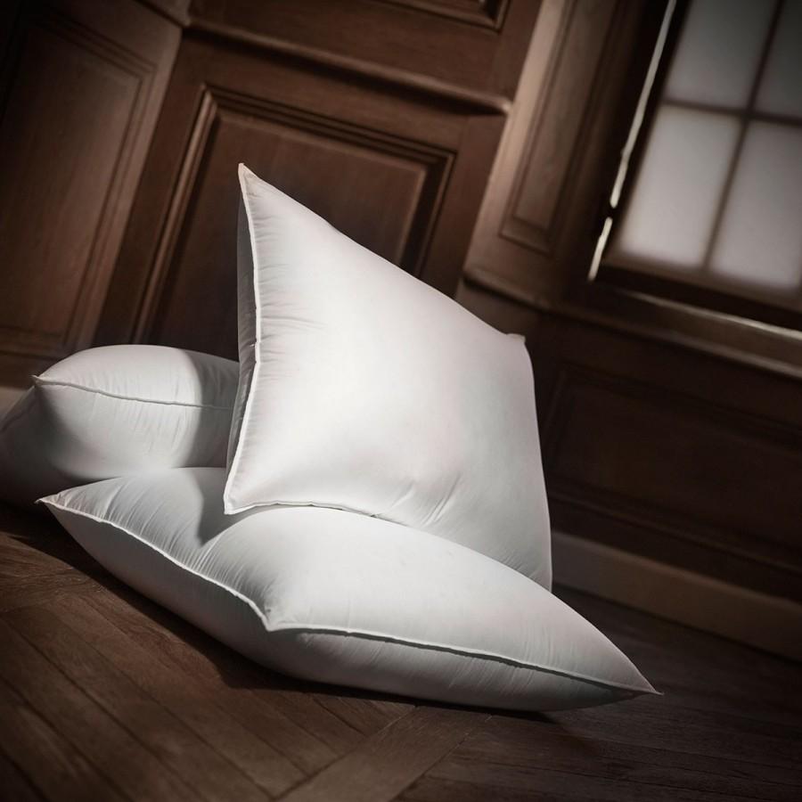 Sticky 90 duck down medium pillow